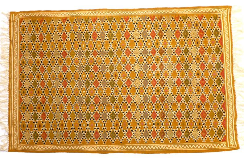 prix tapis tunisien fait main coussin pour banquette ext rieure. Black Bedroom Furniture Sets. Home Design Ideas