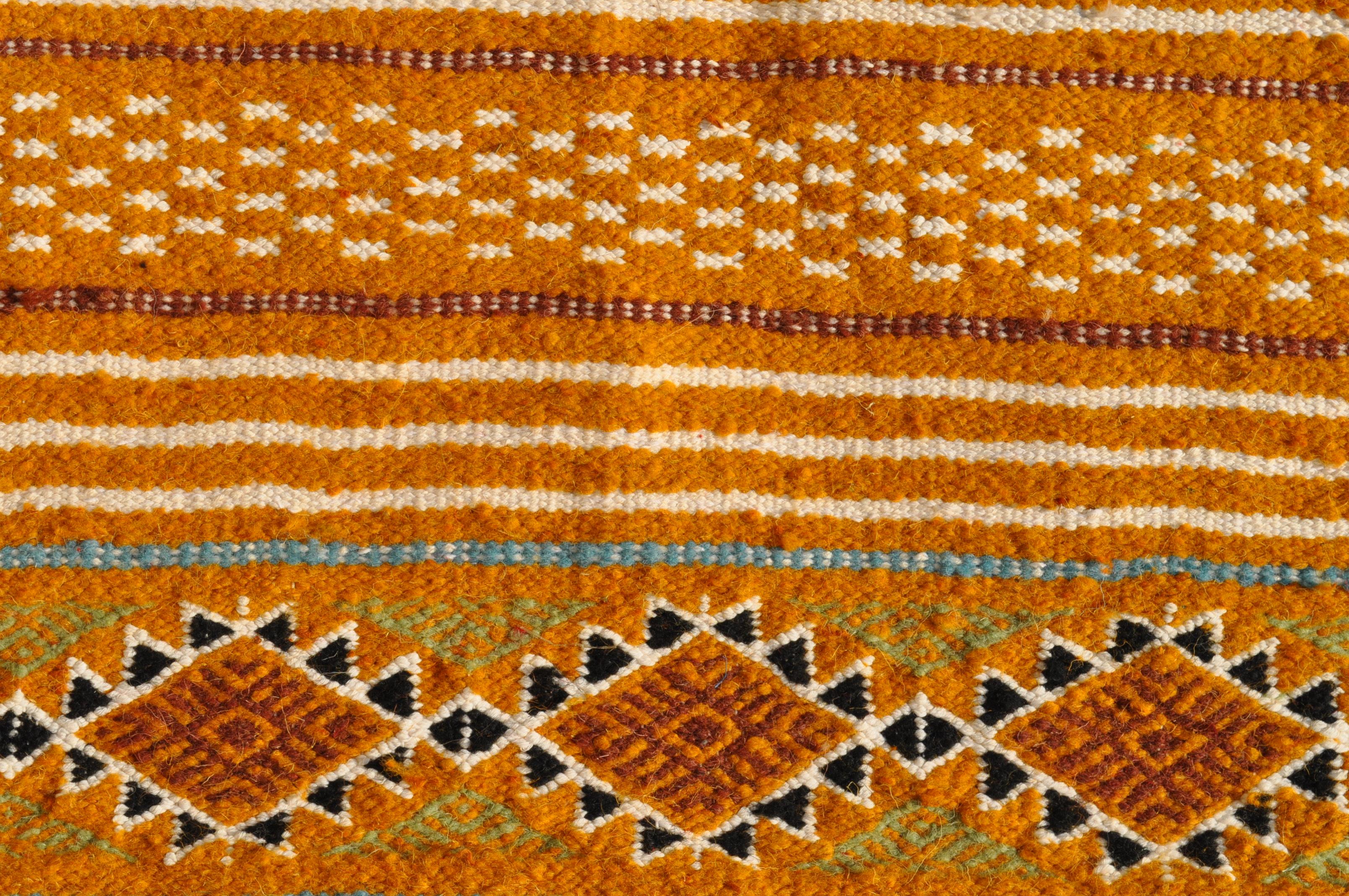 tapis moyens tapis tunisiens et marocains en laine tapis tmillist. Black Bedroom Furniture Sets. Home Design Ideas