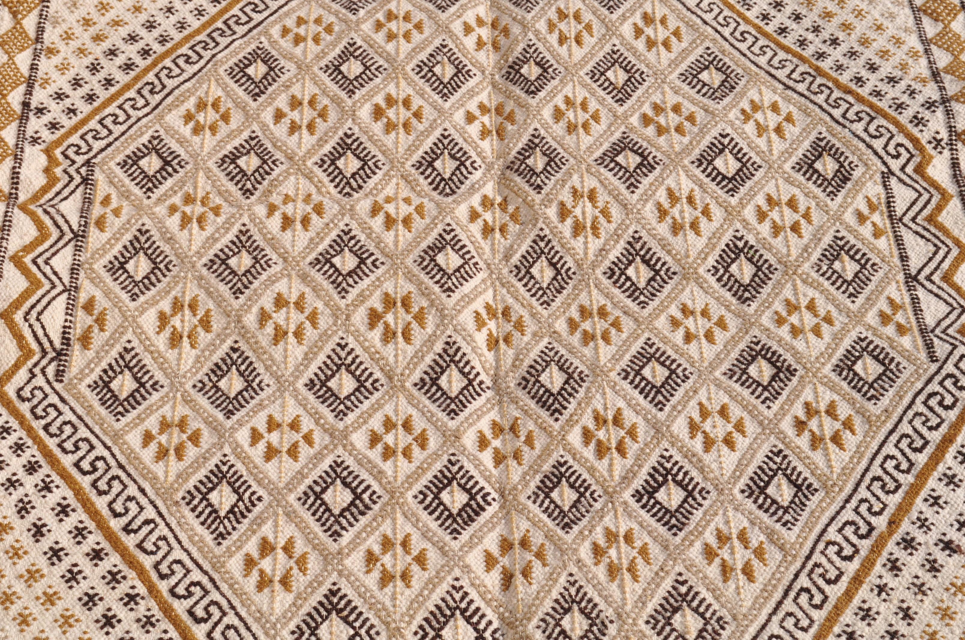 tapis moyens tapis tunisiens et marocains en laine tapis tapis bembla. Black Bedroom Furniture Sets. Home Design Ideas