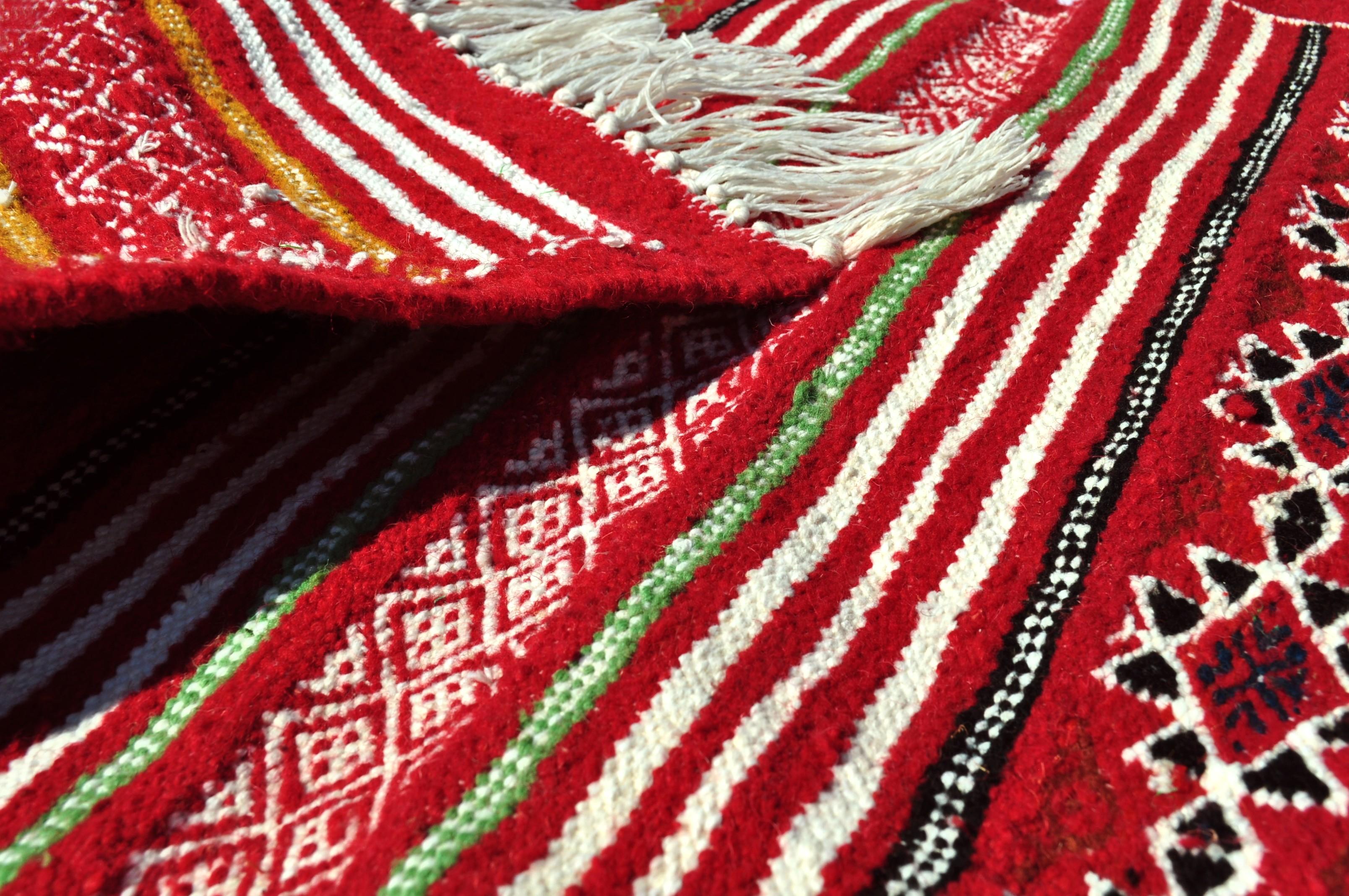 tapis de couloir et descente de lit de tunisie et du maroc tapis tapis essour. Black Bedroom Furniture Sets. Home Design Ideas