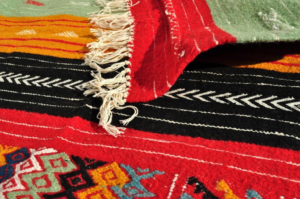 tapis moyens tapis tunisiens et marocains en laine tapis tapis tazarka. Black Bedroom Furniture Sets. Home Design Ideas