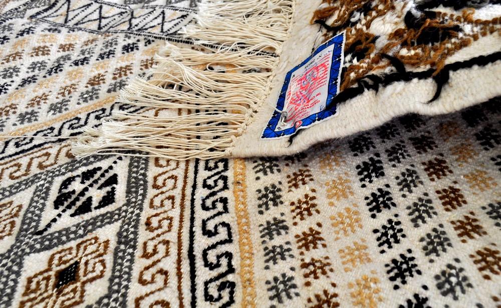 tapis mellita margoum tunisien sajada. Black Bedroom Furniture Sets. Home Design Ideas
